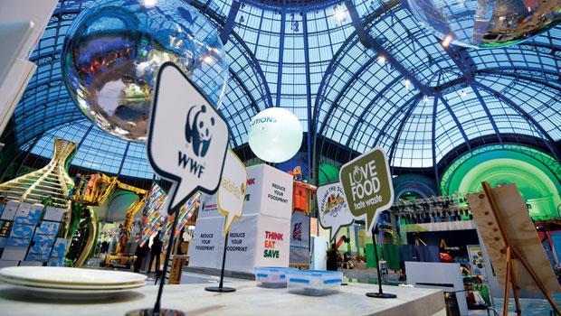 巴黎峰會最大的周邊展館裡,展示著企業面對氣候變遷的因應方法,這裡每個點子,都將改變企業做生意方式,也影響投資人下個10 年的理財策略。