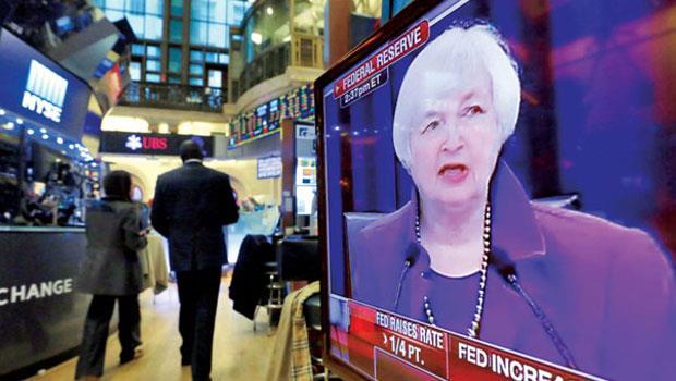 Fed主席葉倫拍板升息,暗示美國經濟明年應會加快回溫,並已計畫明年底前將利率逐步調升至1.4%。