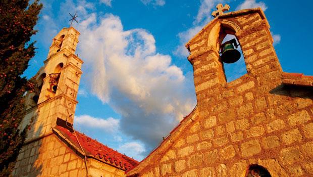 整個島區共擁有四座古老教堂,樣貌各見丰姿。