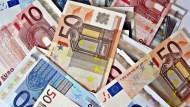 歐洲宣布再擴大QE,歐元竟不貶反升!一個跡象:全球寬鬆貨幣,最快3月就結束
