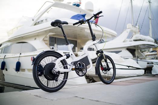 風靡歐洲的最新興時尚—騎乘電動自行車