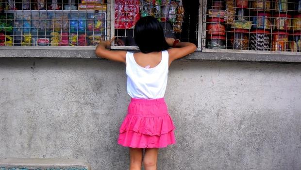 菲律賓的「柑仔店」這樣擊敗7-11巨獸:單賣一根香菸、半瓶可樂