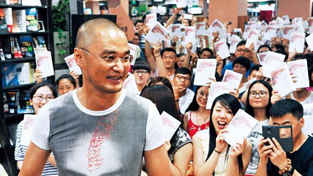 「我寫作從來不是為了功名利祿,是為了發洩。」張海鵬化名馮唐寫出諸多情色文字。