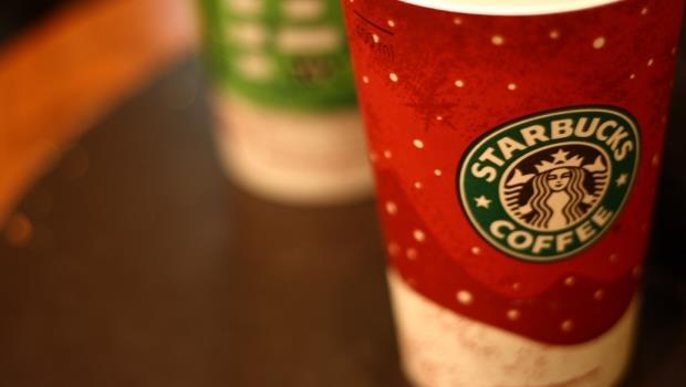 Starbucks拿掉coffee、Apple拿掉computer》改名字,讓這兩間企業賺翻全球的秘密