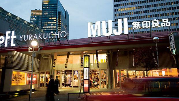 這是全球無印營業額最高分店,在這1,000 坪空間裡,可以買書、用餐,甚至買房子,一站購足。