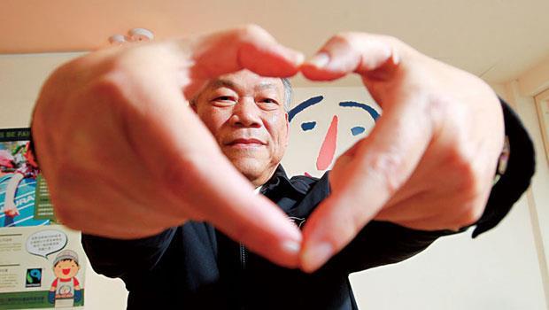 曾任台橡公司廠長、創辦喜憨兒的蘇國禎相信,「有愛心,才能尊重生命;但沒管理,就無法改造生命。」結果用專業與數字造就一盒暴紅公益喜餅。