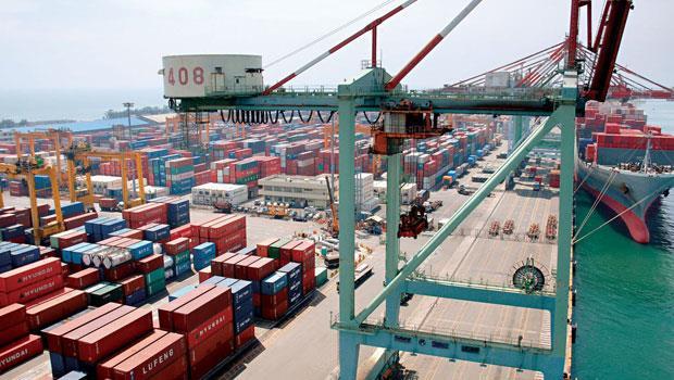 中國經濟成長率放緩,加上外銷轉內需的結構性改革,明年自台灣出口至中國的表現並不樂觀。