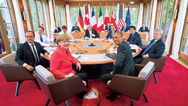 2015年6月舉辦的8大工業國高峰會,梅克爾身為東道主,更是現場唯一的女性元首。