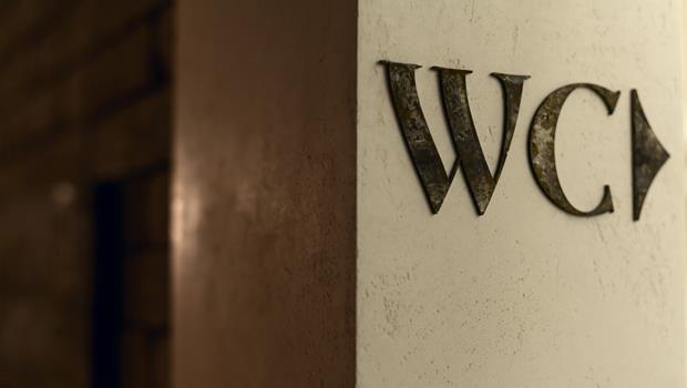 """「上廁所」英文的實用整理》想借洗手間,為何別再說""""borrow the W.C.""""? - 商業周刊"""