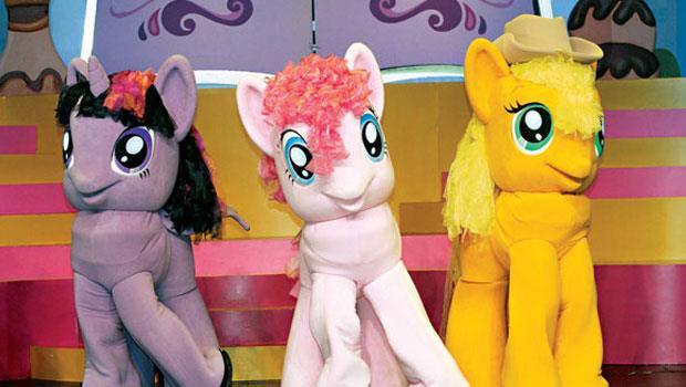 孩之寶也攻進女孩市場,彩虹小馬產品占該公司年營收約9%,是第3大收入來源。