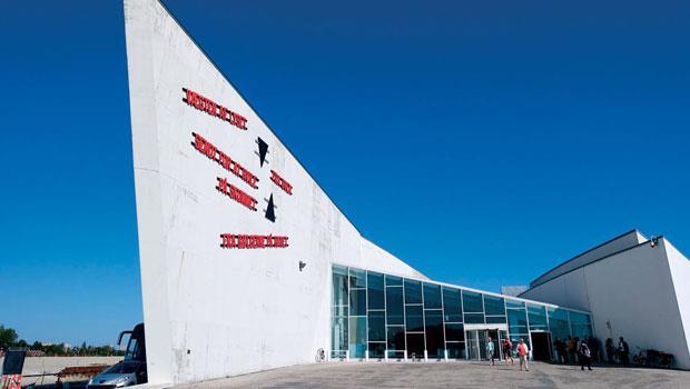 麥哥本哈根南方的阿肯方舟美術館(Arken Museum for Moderne Kunst)