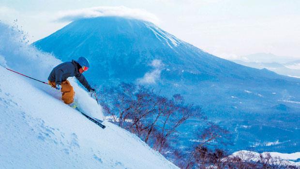 滑雪衣著和一般戶外運動穿著原則相同,採洋蔥式穿法:內層重排汗,中層重保暖,外層重防風雪。