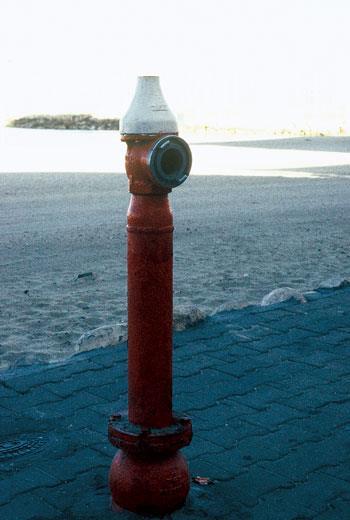 以色列特拉維夫海邊的消防栓