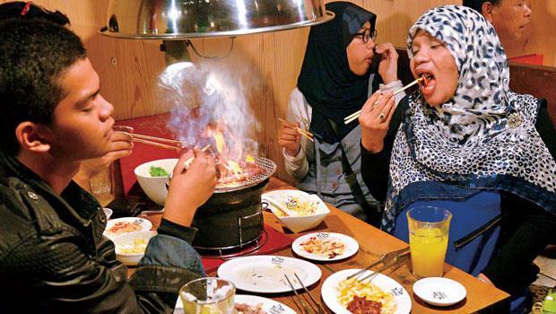 日本積極建立友善穆斯林的觀光環境,像是愛知縣就推出教戰守則,指點商家待客之道。