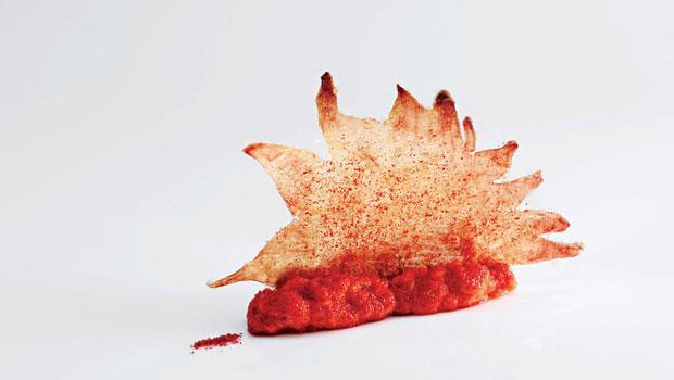 雞冠脆餅與蟹黃夾心。