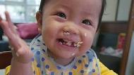 吃飯亂七八糟,是小孩學獨立的第一步!你不知道讓「寶寶自己吃」的3個好處
