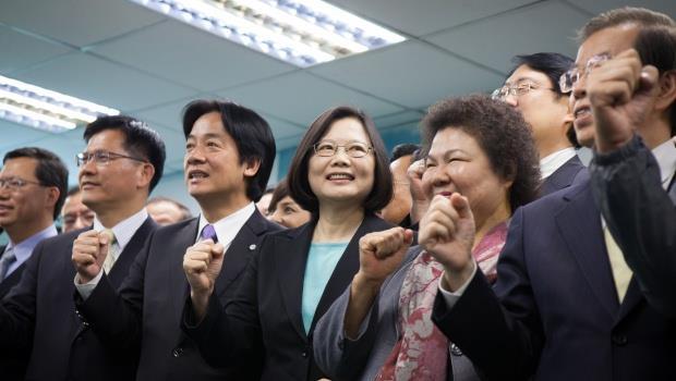 蔡英文當選總統》呂秋遠:請記得人民給你的榮耀,四年很快就會到!
