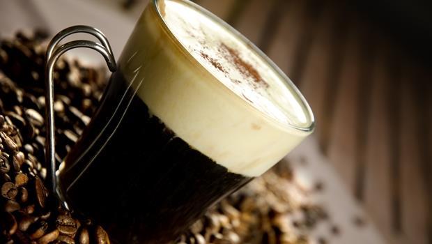 每天一杯星巴克好傷本?這個保溫瓶用冷水就能煮咖啡,還能分離咖啡渣 - 商業周刊