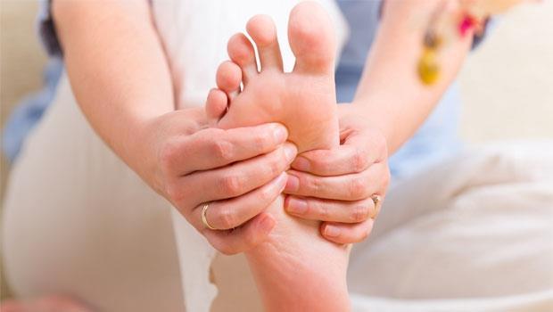 一天只要60秒!按按腳趾「這個地方」能降血壓,防一高變三高