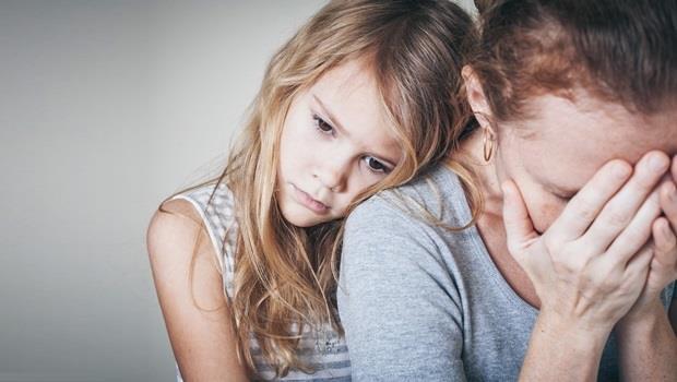 人妻的掙扎:離職在家帶小孩,卻發現老公跟別的女人「網愛」該怎麼辦?