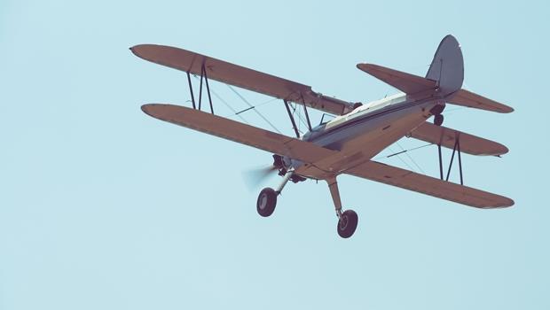 不會開車先學會開飛機!這位少女14歲就開自己做的飛機、22歲已是哈佛博士候選人