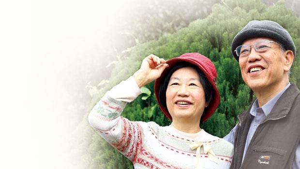幸福是如今,許鐘榮喜歡每天摸摸另一半的臉,讓妻子感慨:「人生,好像撿回來了一樣。」