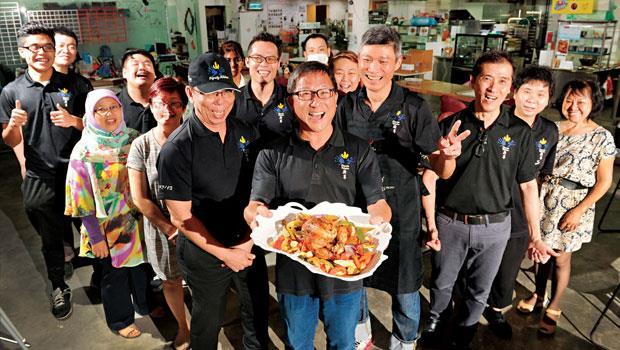 廚尊的廚房團隊有遲緩兒、中風者、聽障等各種弱勢,堪稱世界唯一的美食街,有300 多個家庭從這裡走出絕望。