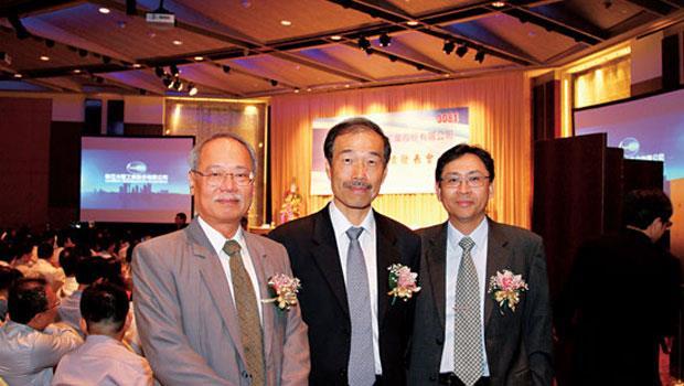 聯亞光電是台灣近年少見的高價股新面孔,總經理林蔚(左)是營運的靈魂人物 。