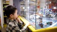怎麼讓小孩從玩具店出來,不吵不鬧?掌握這2個原則,輕鬆教出乖小孩