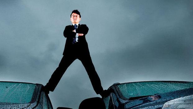 連3年奪納智捷銷售王的林坤緯說,把自己做到第1 名,就可以成為最後一個需要擔心不景氣的業務員。