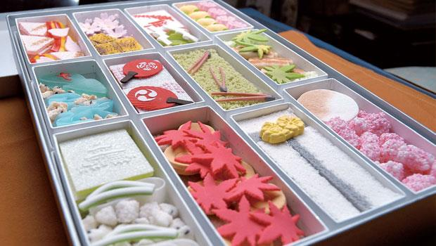 「京之十二月」禮盒只在年底十一月左右接受預訂,以純干菓子來描繪京都代表性的節慶儀典,並區分月份以小盒盛裝。