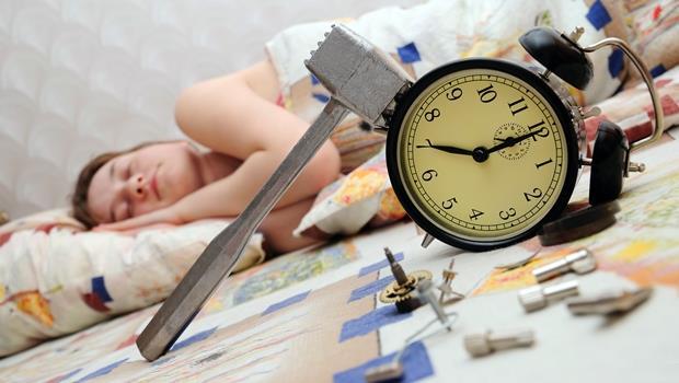 每天都賴床?微軟出鬧鐘App,強迫玩遊戲、做怪表情,煩到你清醒為止