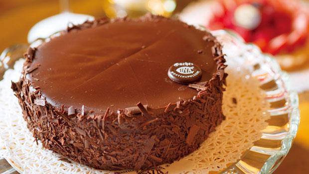 Cova最知名的「沙赫」巧克力蛋糕,用南美巧克力、杏仁粉、杏桃醬等,層次豐富,200年來配方未變。