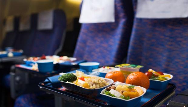 別讓你的權益睡著了!飛機上有哪些隱藏版的特別餐?做了25年的地勤小姐大揭密 - 商業周刊