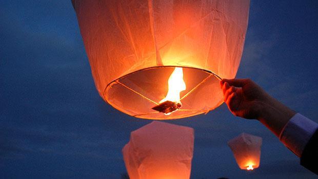 元宵放天燈,緩緩上升好浪漫?老外:會害動物吃到天燈殘骸、釀成森林大火