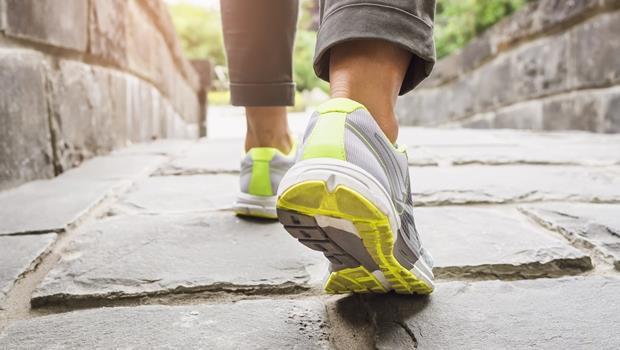 每天健走8000步最健康!日本這款手機能幫你把步數換點數,可在超商消費