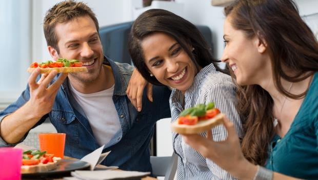 誰說減肥一定要推掉朋友聚餐!7個小撇步,讓你飯照吃、體重照樣往下掉