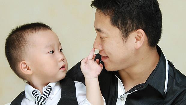 不讓孩子變媽寶的關鍵!諮商心理師:寶寶滿一歲,請把他丟給爸爸帶