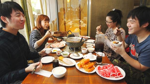 台灣人愛吃鍋,這些國家的火鍋也很值得吃吃看!10種世界特色火鍋大公開