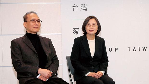 蔡英文(右)與林全極有工作默契,未來在新政府搭檔,無須磨合期