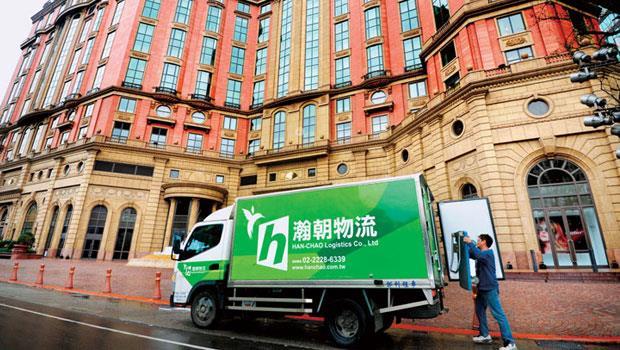 瀚朝打進文華東方、晶華等5 星級飯店,其挑選生鮮食材的專業度、冷藏車隊從進貨到驗貨最快30 分鐘的效率,是黏住大客戶的關鍵。