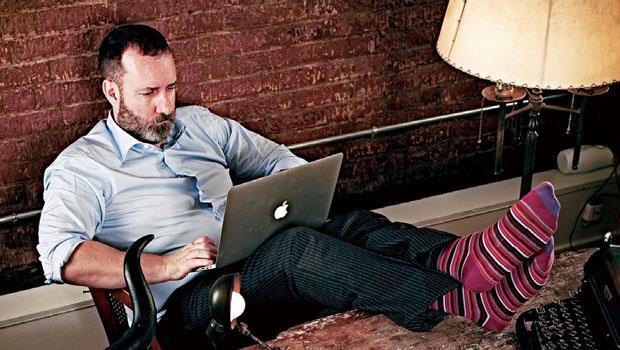 艾希頓現在是自由的專職作家,但當初為了推廣物聯網的概念,他在2年內做了超過百次的企業簡報,全靠「沒有不可能」的信念支持他。