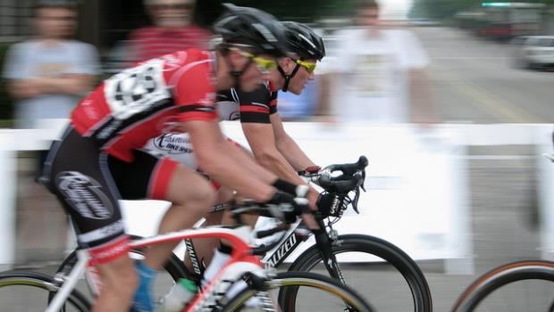 參加自行車賽摔癱,主辦單位買的保險竟然不賠?!
