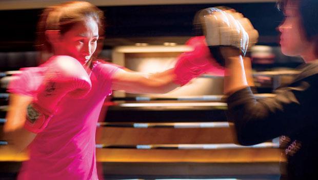 「輕拳擊」除去傳統拳擊對打或實戰比賽的元素,更專注於拳擊運動本身,健身並提升耐力、專注力與心肺功能。