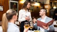 別再叫服務生waiter!去國外餐廳不用怕,從訂位到結帳英文用語懶人包
