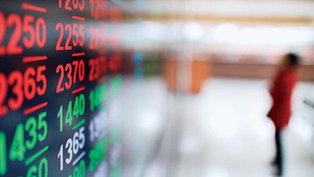 台股殖利率高,吸引國際熱錢湧入,正逢年報旺季,外資搶著對股價低估股出手。短期仍須留意是否有獲利了結賣壓