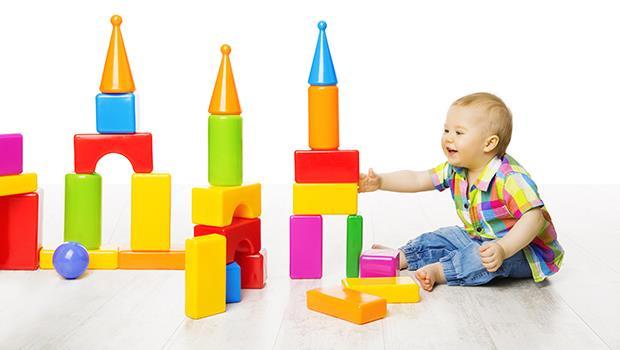陪伴,不需要指導!小孩玩積木時,大人最容易犯的3種錯