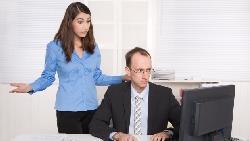 「主任,不好意思,你現在有空嗎?」請問這樣跟主管講話,錯在哪裡