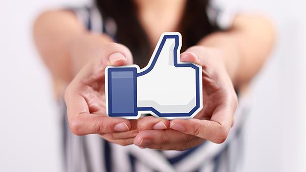 「我把孩子的照片從臉書刪掉了」美國作家:別把對小孩的愛,建立在「按讚數」上