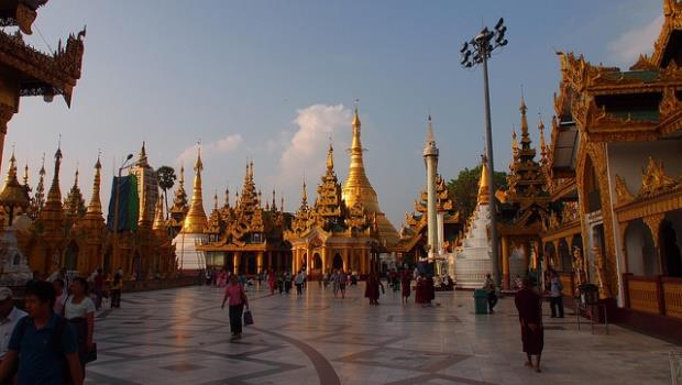 緬甸誕生第一位文人總統》他雖然是翁山蘇姬的傀儡,卻是新時代重要的第一步